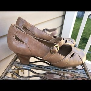 ⚡️Final Price⚡️ Preloved 9 tan heels
